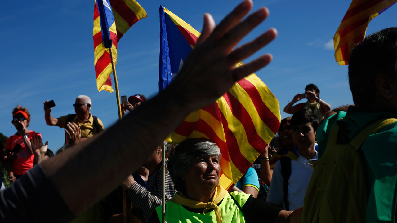 Protesters hold Catalan pro-independence, Spain police arrest 51 people during Catalan protests