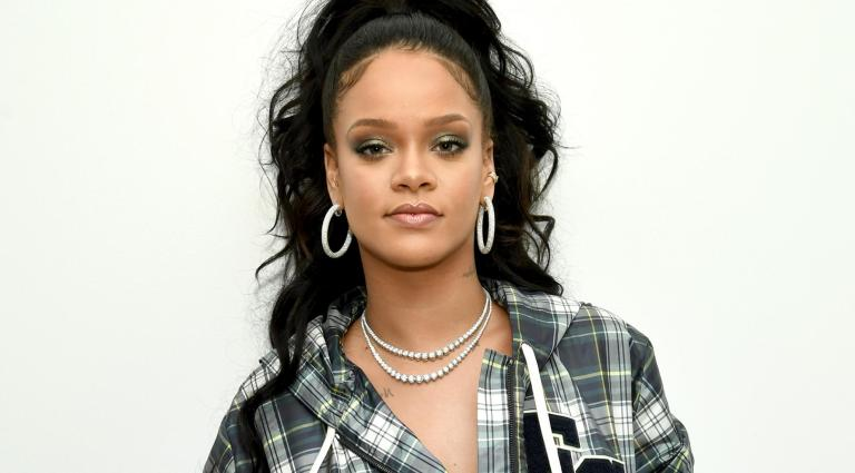 Rihanna Becomes First Female American Artist To Earn 8 Platinum Studio Albums