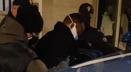 Italy, 200 Italian Police Arrest Nigerian Mafia Gangsters