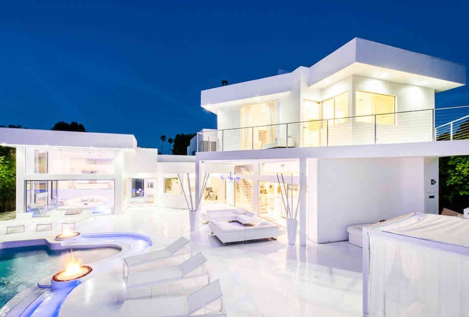 Akon', Money Is Good: SEE Photos Of A Multi-Million Dollars White Mansion Owned By Akon