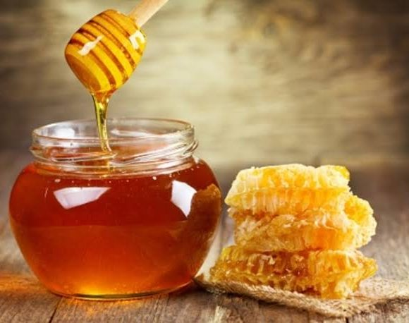 Honey, CLINICAL CONDITIONS THAT RESPOND TO TREATMENT WITH HONEY